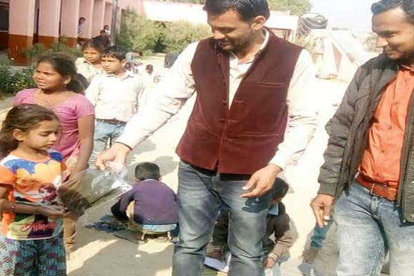 children received warm clothing, I smile on face - Rajsamand News in Hindi