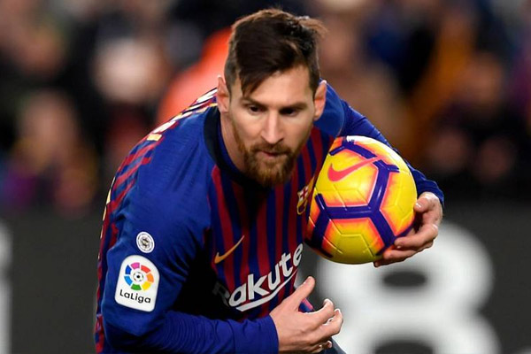 Spanish League : Barcelona played 2-2 draw with Valencia - Football News in Hindi