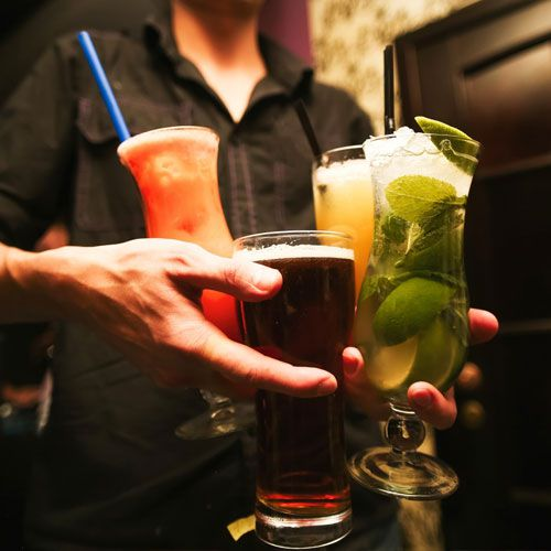 How to Become a Bartender - Career News in Hindi