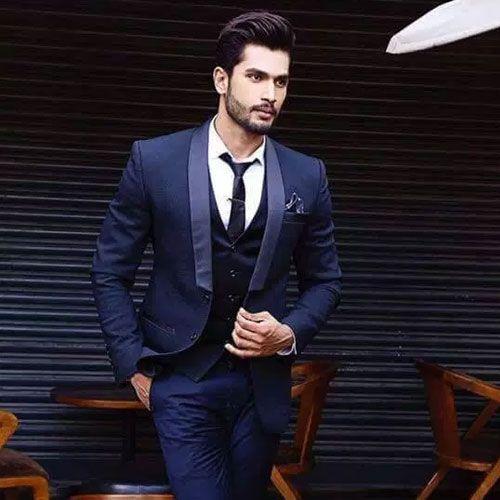 Fashion Modeling Careers - Career News in Hindi