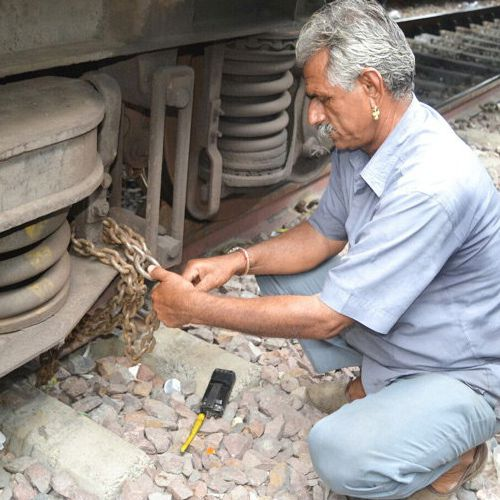 on this platform train wheel  locked in chains - OMG News in Hindi