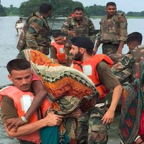 Indian army rescued flood victims in Assam, Bihar and other affected states - India News in Hindi