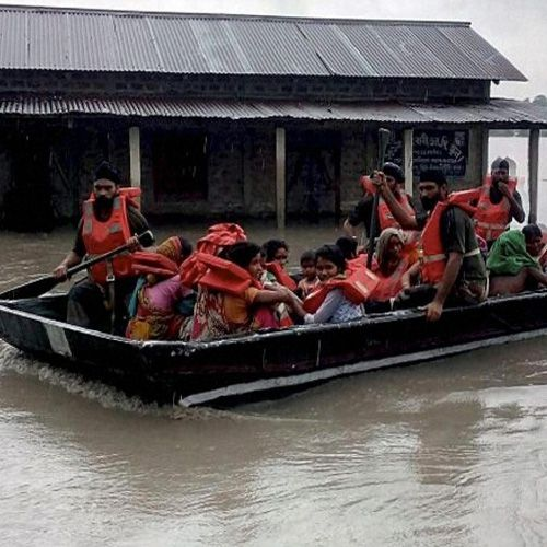 Indian army rescued flood victims in Assam, Bihar and other affected states - News in Hindi