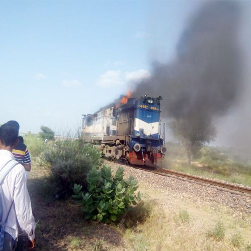 Train engine on fire, the driver vigilance averted a major tragedy - Churu News in Hindi