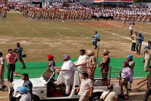 Chief Minister of Punjab Capt Amarinder Singh hoised the flag - Gurdaspur News in Hindi
