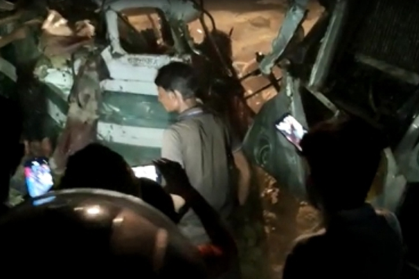 16 killed in UP road accident - Kanpur News in Hindi