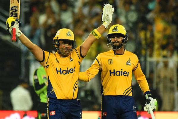 PSL : Peshawar Zalmi beat Lahore Qalandars by 7 wickets, Kamran Akmal smashes century - Cricket News in Hindi