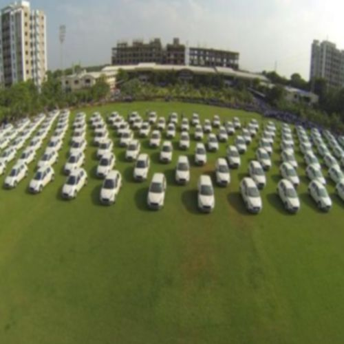 Surat Diamond Merchant gifted 400 flats and 1260 cars as Diwali bonuses to employees - Weird Stories in Hindi