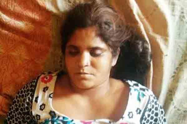 पत्नी ने घर में फंदा लगाकर की आत्महत्या