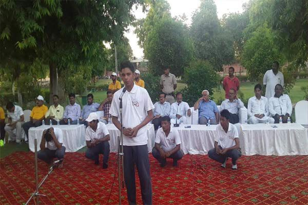 Staged a play ek kadam swachchhata ki or in Jawahar Park - Kaithal News in Hindi