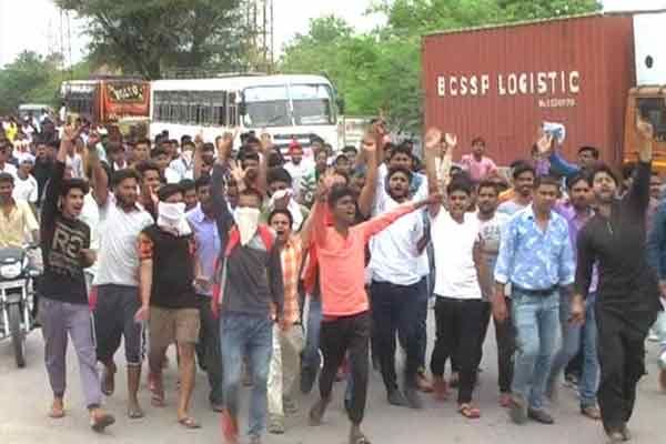 Charged not to arrest murder accused, sarv samaj angry Rally - Churu News in Hindi
