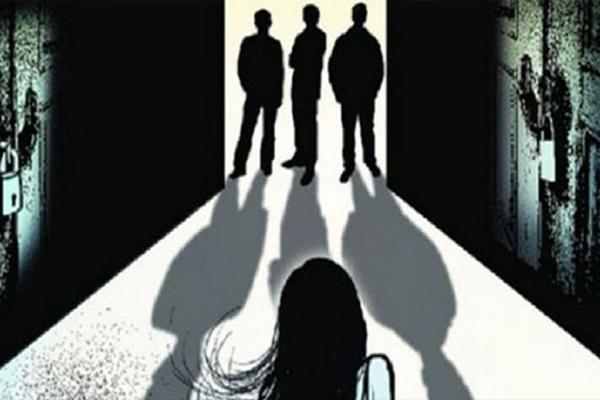 उत्तर प्रदेश : पुलिस के वेश में आए लोगों ने 2 बहनों से किया दुष्कर्म
