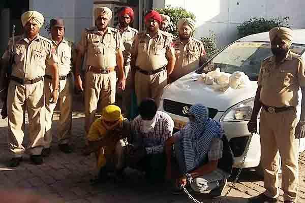 3 नशा तस्कर गिरफ्तार, मौत का सामान और 1.32 लाख रु. बरामद