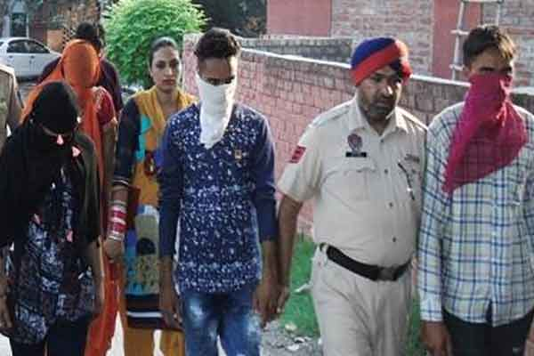 देह व्यापार के आरोप में ढाबे पर छापा, 6 गिरफ्तार