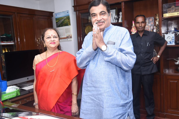 Nitin Gadkari takes charge as Minister of Road Transport and Highways - Delhi News in Hindi