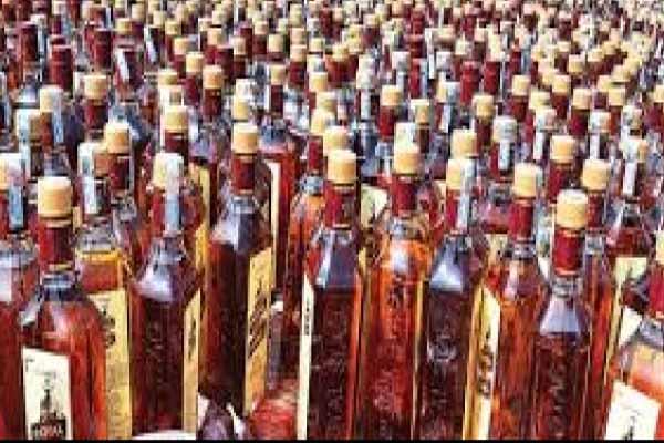 2 smugglers arrested with Illegal liquor in Etah - Etah News in Hindi