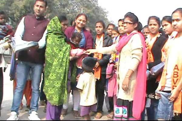 ABVP distributed warm clothes to needy students - Dholpur News in Hindi