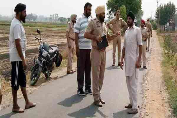 robbers looted 2.62 lakh rupees to red Chilli powder thrown in eyes - Ludhiana News in Hindi