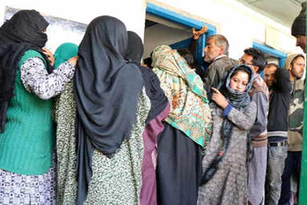J&K body elections: Fearlessly putting votes in the fear of terrorist attack - Srinagar News in Hindi