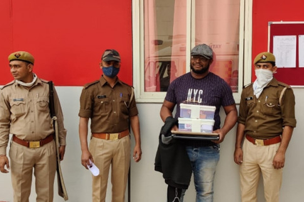 2 foreign nationals were for cloning ATM cards, arrested - Noida News in Hindi