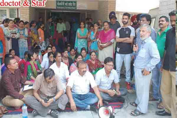 3 hours commotion between doctors and patients relatives in civil hospital Phagwara - Phagwara News in Hindi
