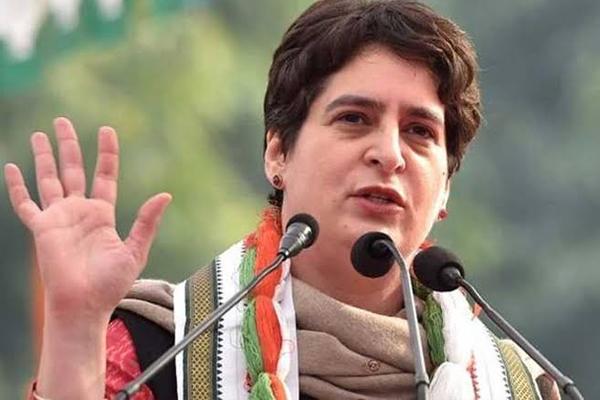 प्रियंका ने पार्टी के 'भूले-बिसरे' नेताओं को भेजी डायरी, इंदिरा गांधी की फोटो के साथ है...