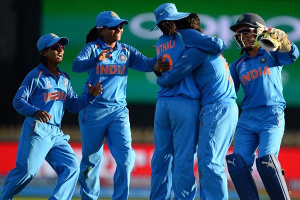 First T20 Match : Indian women team beat Sri Lanka by 13 runs - Cricket News in Hindi