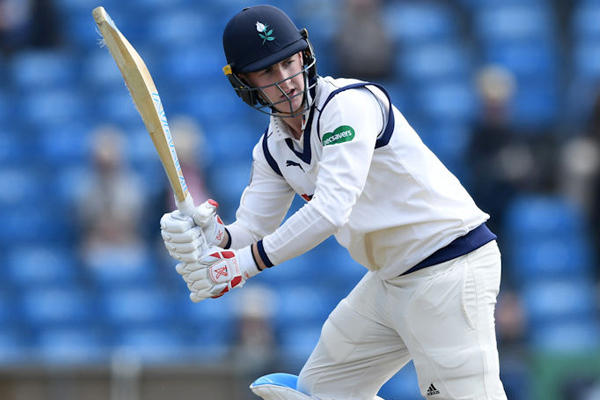 County Championship : Yorkshire beat Essex despite team out on 50 runs in first inning - Cricket News in Hindi