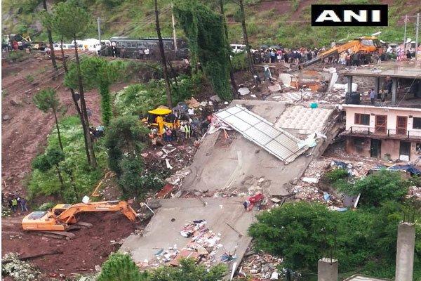 हिमाचल प्रदेश : इमारत ढहने से 2 की मौत, 23 को बचाया गया, 19 फंसे