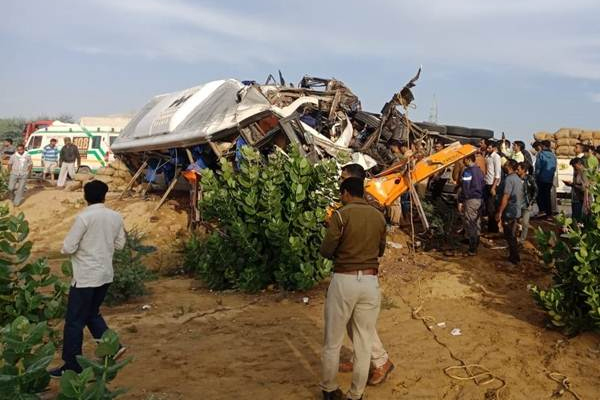Rajasthan : 11 people dead in bus and truck collision in bikaner - Bikaner News in Hindi