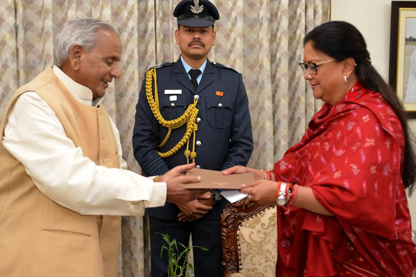 CM Raje finally resigns to governor - Jaipur News in Hindi