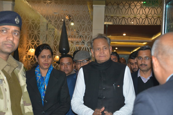 Chief Minister receives a grand welcome in Delhi - Jaipur News in Hindi
