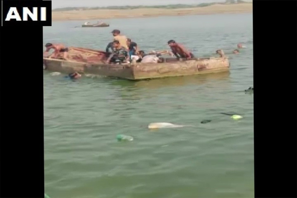 Boats submerged in Chambal river in Kota district of Rajasthan, 5 bodies recovered - Jaipur News in Hindi