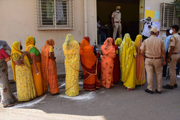 Voting continues for Jaipur Greater, Jodhpur South and Kota South Municipal Corporation - Jaipur News in Hindi