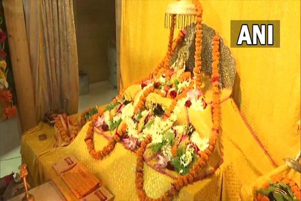 CM Yogi visited Shri Ramlala, worshiped the model of Ram temple, see photos - Lucknow News in Hindi