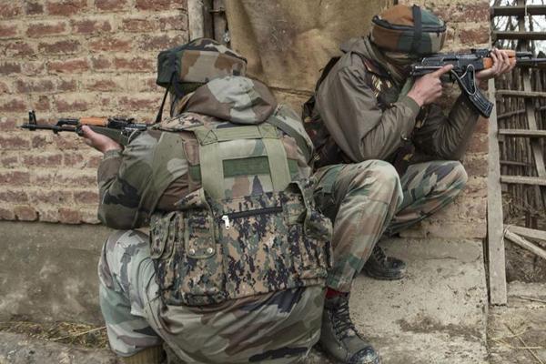 Srinagar : 2 militants and 1 CRPF jawan dead in gunbattle - Srinagar News in Hindi