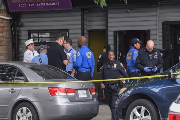 USA : Police say, 4 dead and 3 injured in shooting in Brooklyn - World News in Hindi