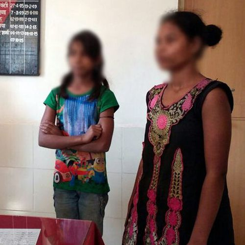 two girls found at dholpur railway station - Dholpur News in Hindi