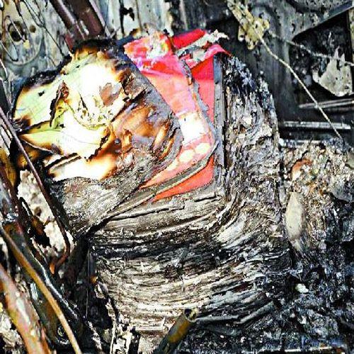fire in suspended Cashiers car in jhalawar - Jhalawar News in Hindi