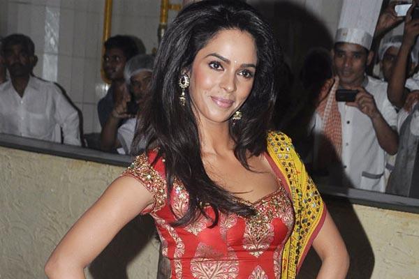 Happy birthday Mallika Sherawat - Bollywood News in Hindi
