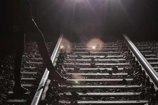 Retire roadways employee suicide by train - Jaipur News in Hindi