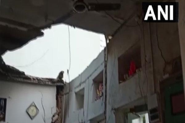 गैस का रिसाव और फिर ब्लास्ट होने से एक मकान की छत ढहने से 3 की मौत, 4 घायल