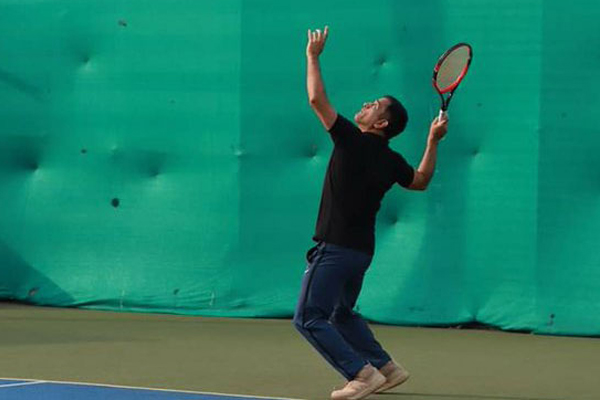 MS Dhoni played tennis in ranchi, photo goes viral - Cricket News in Hindi