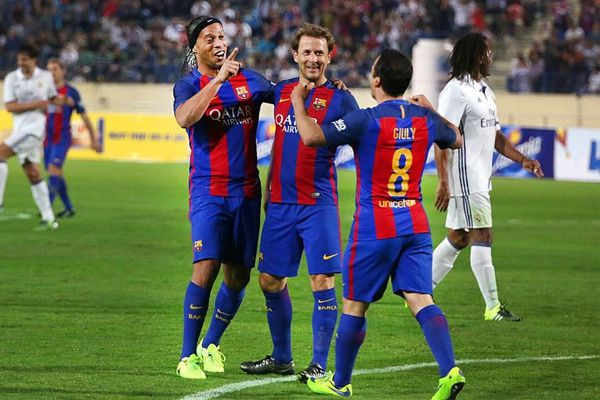 Barcelona beat Real Madrid football club in clasico of legends match - Football News in Hindi