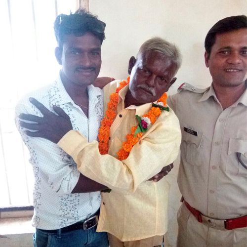 after 20 years the old man found his family - Sawai-Madhopur News in Hindi
