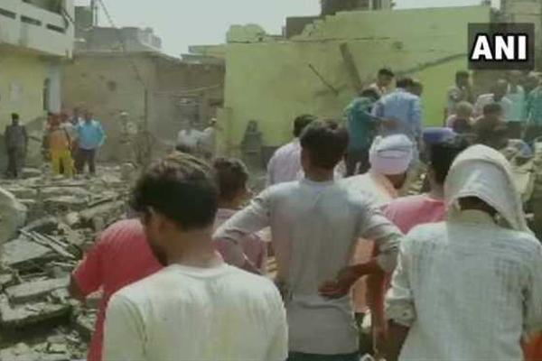 उत्तर प्रदेश : एटा में पटाखा फैक्ट्री में विस्फोट, 6 मरे, कई लोग घायल