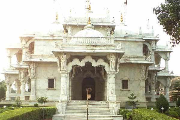 The Swami Narayan Temple Trust funding Dharmkul students - Gonda News in Hindi