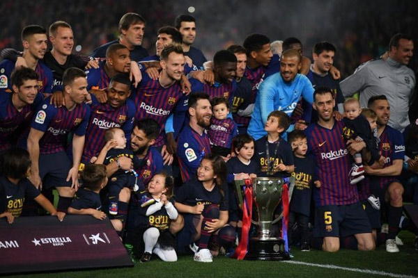 Spanish League : Barcelona beat Levante to win 26th title - Football News in Hindi