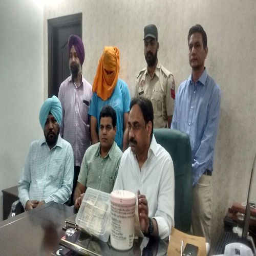 a man arrested with one kg heroine - Amritsar News in Hindi