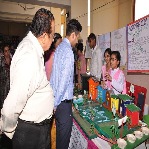 science fair organize at holy heart school - Amritsar News in Hindi